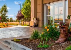 Best Western Plus Frontier Inn - Cheyenne - Hotel entrance