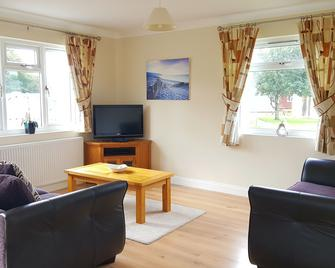 Atlantic Bays Holiday Park - Padstow - Living room