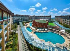 Marriott Jeju Shinhwa World Hotels & Resorts - Seogwipo - Zwembad