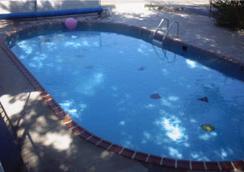 Bell's Motor Lodge Motel - Spearfish - Pool