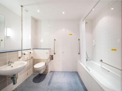 Travelodge Sheffield Meadowhall - Sheffield - Bathroom