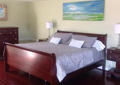 Shea's Riverside Inn & Motel - Essex - Bedroom