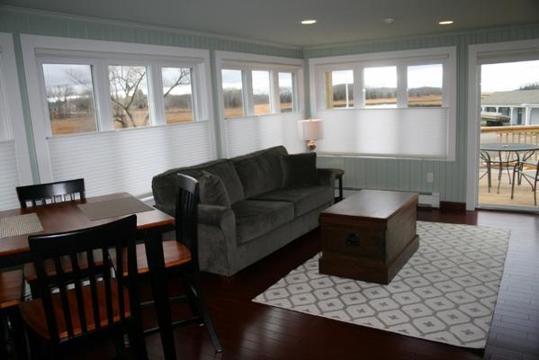 Shea's Riverside Inn & Motel - Essex - Living room