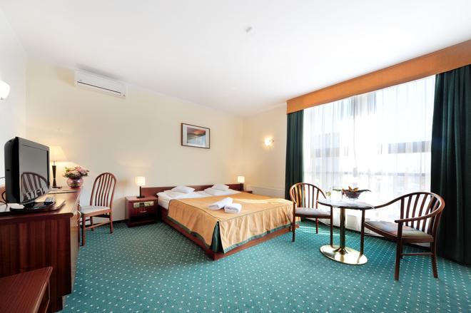 Hotel T&T - Poznan - Bedroom