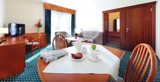 Hotel T&T - פוזנאן - חדר אוכל