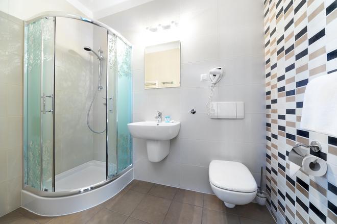 Hotel T&T - Poznan - Bathroom