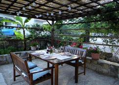 Bed And Breakfast Villa Avena - Ika - Patio