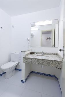 Bella Italia Hotel & Events - Foz do Iguaçu - Bathroom