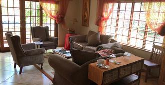 Africa Ekyaya B&B - Kempton Park - Living room