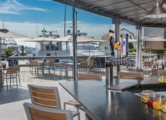The Newport Harbor Hotel & Marina - Newport - Restaurant