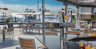 The Newport Harbor Hotel & Marina - ניופורט - מסעדה