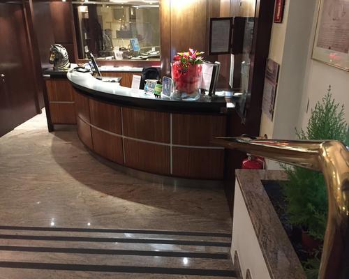 Hotel Carrobbio - Milán - Recepción