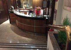 卡路比奧酒店 - 米蘭 - 米蘭 - 櫃檯