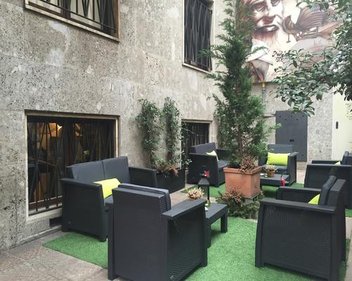 Hotel Carrobbio - Milán - Patio