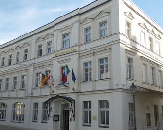 Hotel Und Restaurant Deutscher Kaiser - Perleberg - Edificio