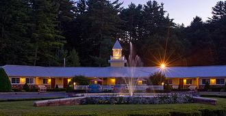 Colonel Williams Resort and Suites - Lake George - Building