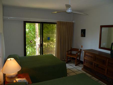 Puerto De Luna Pet Friendly & Family Suites Hotel - Puerto Vallarta - Bedroom