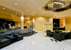 Rosedale On Robson Suite Hotel - Vancouver - Lobby