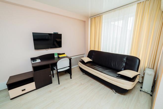 Hotel Protex - Yekaterinburg - Living room