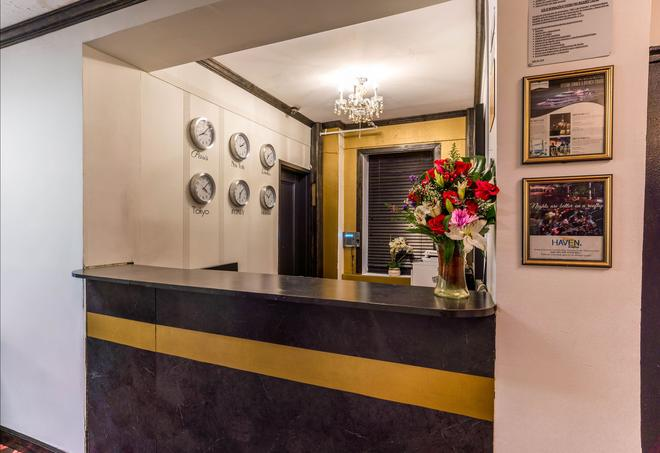 Royal Park Hotel & Hostel - New York - Front desk