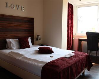 Hotel Bonjour - Bad Soden am Taunus - Bedroom