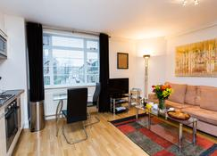 Nell Gwynn House - London - Living room