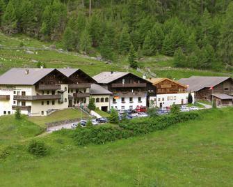 Hotel Gerstgras - Senales - Gebouw
