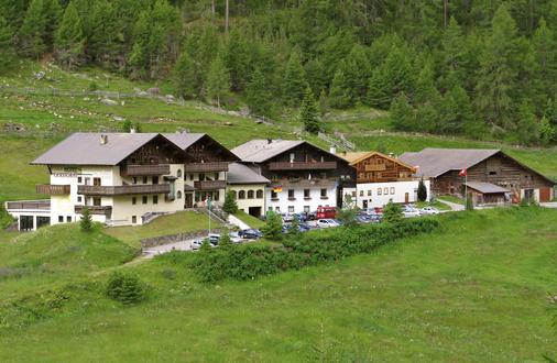 Hotel Gerstgras - Senales - Building