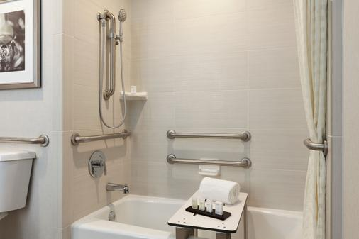 Embassy Suites by Hilton Temecula Valley Wine Country - Temecula - Bathroom