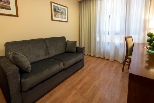 Hotel Plaza Las Matas - Las Rozas - Living room