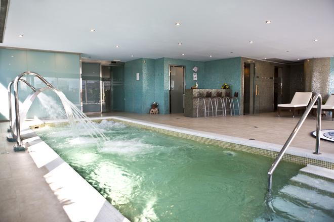 巴塞羅格蘭納德國會酒店 - 格拉納達 - 格拉納達 - 游泳池