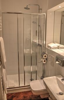 Rewari Hotel Berlin - Berlin - Bathroom