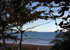 Dona Marta Boutique Hotel - Hinunangan - Playa