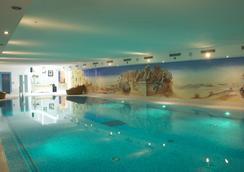 Julen 浪漫酒店 - 捷馬特 - 策馬特 - 游泳池