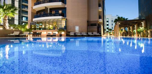 Majestic City Retreat Hotel - Dubai - Piscina