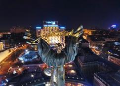 Hotel Ukraine - Kijów - Widok na zewnątrz