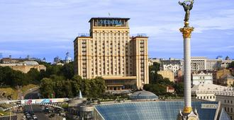 Hotel Ukraine - Kyiv - Building