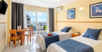 Apartamentos Tropical Garden - İbiza - Yatak Odası