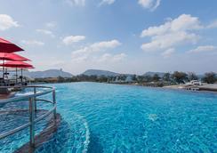 The Charm Resort Phuket - Πατόνγκ - Πισίνα