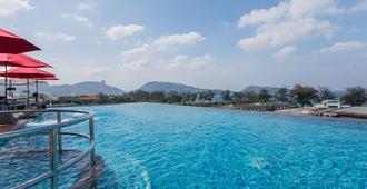 The Charm Resort Phuket - Patong - Piscina
