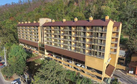 Gatlinburg Tn Hotels >> Edgewater Hotel Gatlinburg 99 1 6 4 Gatlinburg