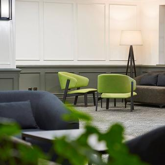 DoubleTree by Hilton Southampton - Southampton - Living room