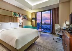 Hilton Garden Inn Istanbul Ataturk Airport - Istanbul - Bedroom