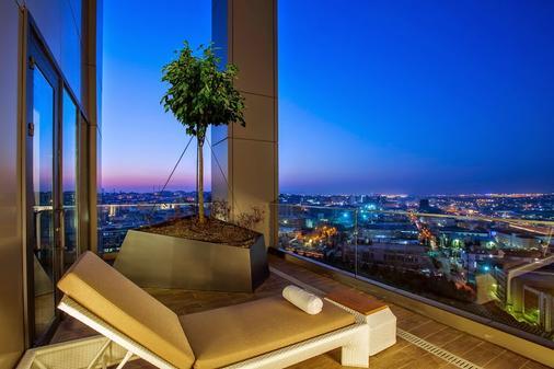 Hilton Garden Inn Istanbul Ataturk Airport - Istanbul - Balcony