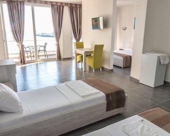 Continental Hotel - Ulcinj - Bedroom