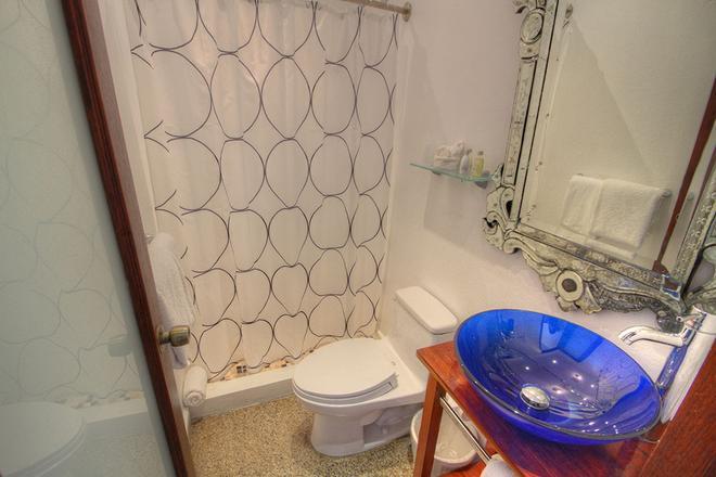 CasaBlanca Hotel - San Juan - Bathroom