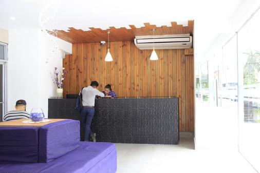 Hotel Doral - Panama City - Front desk