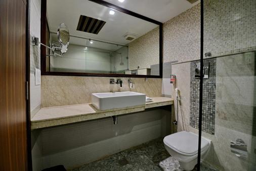 Hotel Emerald - Chandigarh - Bathroom