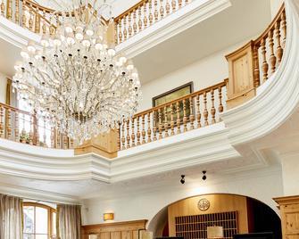 Spa & Resort Bachmair Weissach - Rottach Egern - Front desk
