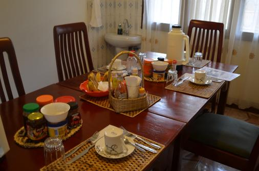 African Roots Guesthouse - Entebbe - Essen